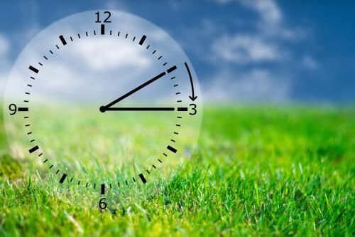 Zomertijd: weer een uurtje dichterbij je vakantie!